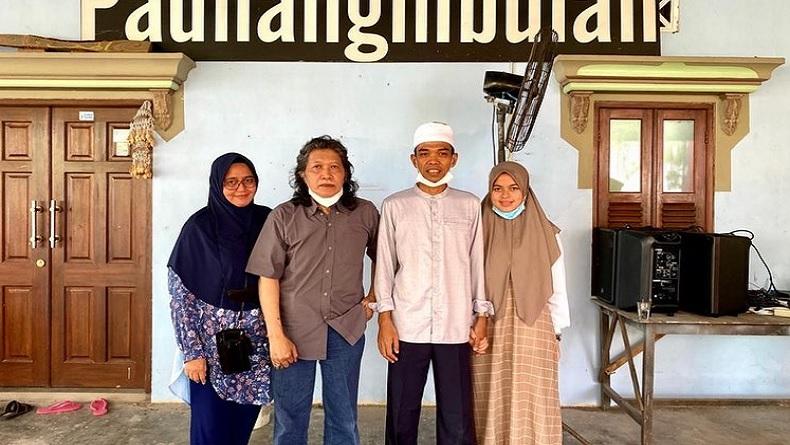 Wow, Ustaz Abdul Somad Ternyata Idolakan Cak Nun sejak Lama
