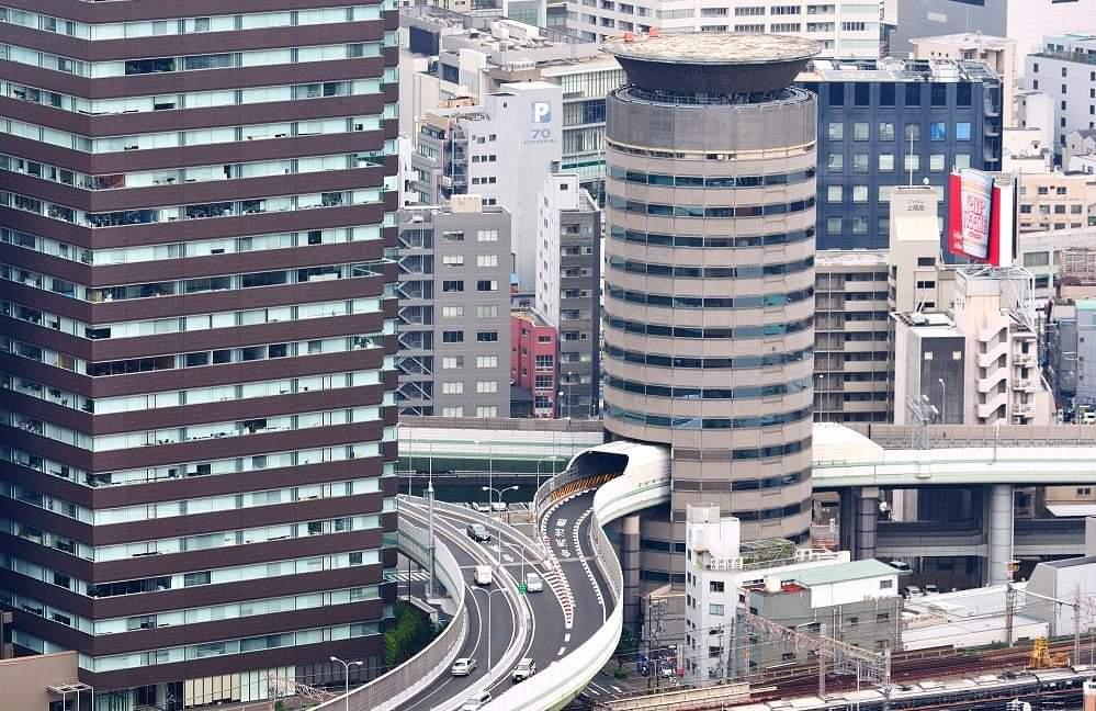 Viral : Jalan Di Osaka Tembus Gedung